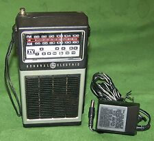 VINTAGE 70'S GE 7-2927C PORTABLE HAND-HELD AM FM TV TRANSISTOR RADIO w/ AC ADAPT