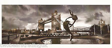 Photo Card: Girl With A Dolphin Statue & Tower Bridge, London (Widescreen, 2005)