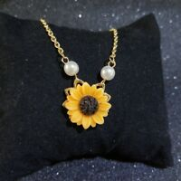 Women Yellow Sunflower Imitation Pearl Pendant Clavicle Necklace Jewelry