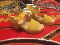 NWOB Dr. Scholls Brickell Yellow Fabric/Leather Sandal Heels Sz 7.5M