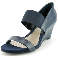Sandalias y chanclas de mujer Alfani de tacón medio (2,5-7,5 cm) de color principal azul