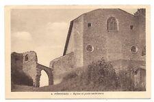 pérouges  église et porte extérieure