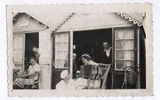 PHOTO Ancienne Cabane Plage Accordéon Musique Musicienne Vers 1930 Chaise Paille