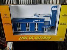 Rail King 30-9040 Vintage Greyhound Bus Station NIB