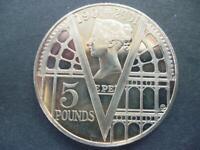 2001 £5 COIN (CROWN) THE VICTORIAN ERA GOOD CONDITION. 2001 FIVE POUNDS COIN.