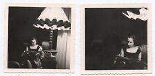 PHOTO ANCIENNE Lot 2 photos Femme Lampe Lire Lecture Jeu de lumière 1962 Livre