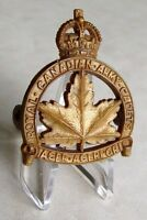 Royal Canadian Army Cadets Cap Badge Bakelite /  Plastic Pattern CB.165 WWII WW2