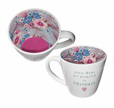 Grandi mamme siano mostrate agli nonne in ceramica tazza da interno, in confezione regalo