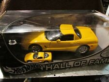 1997 97 CORVETTE C 5 YELLOW   HALL OF FAME 2 CAR 1/64 hotwheels 1/18 Scale