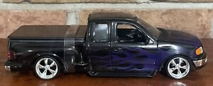 1999 Ford F-150 FLARESIDE SUPERCab Pickup LOW RIDER 1:24 Die-cast  WELLY