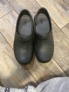 Crocs Women's Neria Pro Clog Black Slip Resistant Work Shoes Size 7