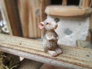 Krippenzubehör - Tier - Maus schauend  - bemalt - Poly - für 11-12 cm Figuren