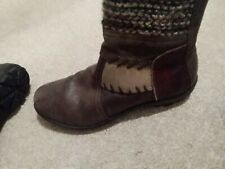 Ladies Think Boots Size 4