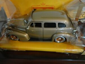 Collector's Club Jada Toys 1939 Ford Chevy Master Deluxe 1:24 LE