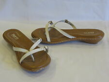 BORN White Leather Buckle Thong Sandals Slides 9M – GR8!