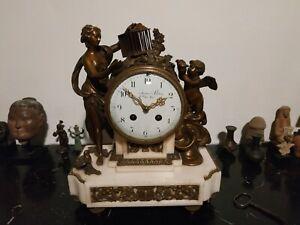 Très belle pendule Louis XVI bronze et marbre, signée Leroy horloger du roy