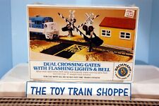 BACHMANN 46214 DUAL CROSSING GATES W FLASHING LIGHTS & BELL. NEW IN SEALED BOX.