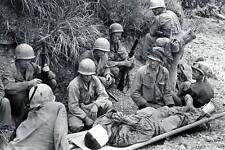 WWII Photo Wounded Marine on Okinawa Japan USMC World War 2 WW2 Pacific / 1186