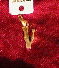 PENDENTIF PLAQUE OR lettre V initiale ALPHABET ABECEDAIRE PRENOM IDENTITE surnom