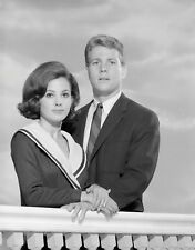 PEYTON PLACE - TV SHOW PHOTO #21 - BARBARA PARKINS + RYAN O'NEAL