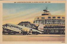 United Air Lines Airplane,La Guardia Air Port,New York City, NY, Linen  Postcard