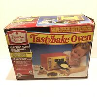 Duncan Hines 1987 Tasty Bake Oven w/ Metal Acc Toy Set DISCONTINUED