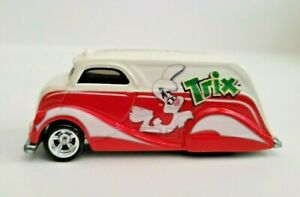 Hot Wheels 2011 General Mills  TRIX  Deco Delivery   Red/White   w/ real riders