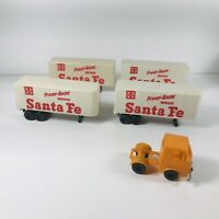 VC7 Lot 4 Vintage HO Tyco Santa Fe Trailers and 1 Tractor - Flat Car Load