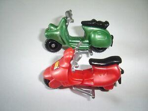 VESPA MODEL MOTOR SCOOTERS SET 1:64 H0 - KINDER SURPRISE PLASTIC MINIATURES