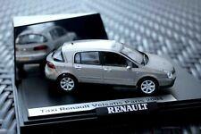 Taxi Renault Velsatis Paris 2004 neuve avec boite vitrine 1/43