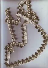petite longueur de galon brodé fil coton laine vert blanc  -  1,58 metres