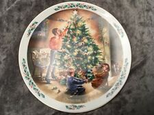 "Royal Doulton Collectors Plate Family Christmas ""The Finishing Touch"" 1990"