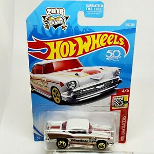 2018 HOT WHEELS #100 HOLIDAY RACERS 4/6  '57 CHEVY VALENTINES 50th Anniversary