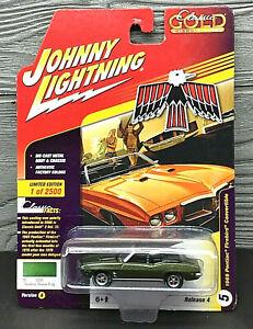 Johnny Lightning 1969 Pontiac Firebird Convertible Classic Gold 1:64