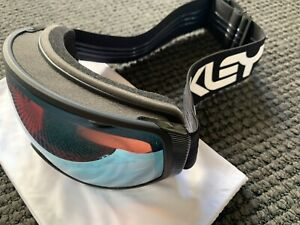 Flight Tracker XL FP Black Oakley Goggles W/ Prizm Saphire
