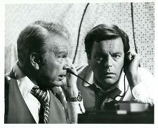 EDDIE ALBERT ROBERT WAGNER EAVESDROP PORTRAIT SWITCH! ORIGINAL 1975 CBS TV PHOTO