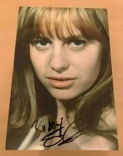SUSAN GEORGE   -  SEXY POSE  - SIGNED  COLOUR  PHOTO 11X8 INCHES  -  UACC