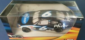 2000 MARK MARTIN 1:24 PFIZER #6 DIECAST CUP CAR HOT WHEELS RACING NEW IN THE BOX