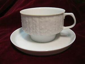 Kaffeetasse mit Untertasse weiß Reliefdekor KPM Krister Kaffeegedeck 2tlg.