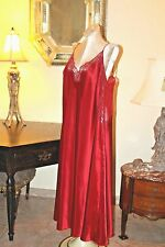 STUNNING VINTAGE CERIE RED SATIN & BLACK LACE LONG GOWN / 3X