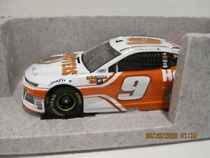 CHASE ELLIOTT #9 2018 HOOTERS AUTOGRAPHED 1/24
