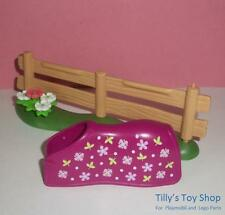 Playmobil  Stables - Fence on Grass Base with Flowers & Pink Horse Blanket - NEW