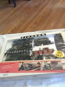 New Bright Vtg. Pioneer Early American Railroad Over 18 Feet Of Track