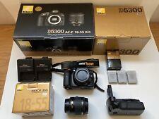Nikon D5300 + 18-55 + Grip + 3 Batteries ( Camera DSLR objectif Nikkor neuf)