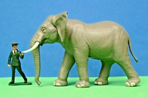 Britains Plastic Wild Life & Zoo Models #1310 AFRICAN ELEPHANT & Keeper Leading