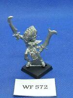 *Warhammer Fantasy - Dark Elves - Classic Witch - Metal WF572