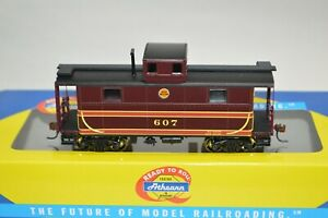 HO scale Athearn RTR Chicago Great Western Ry 2-window caboose car train