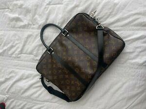 Louis Vuitton Laptop/Messenger Bag! Classic Print! LV, Louis Vuitton, Laptop bag