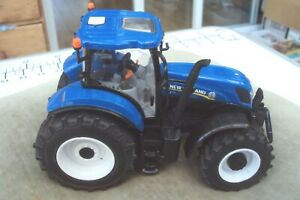 Britains ERTL new holland T7 220 model tractor in good condition.