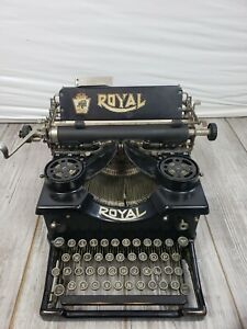 Royal 10 Vintage 1919-1920 Manual Typewriter Glossy Black